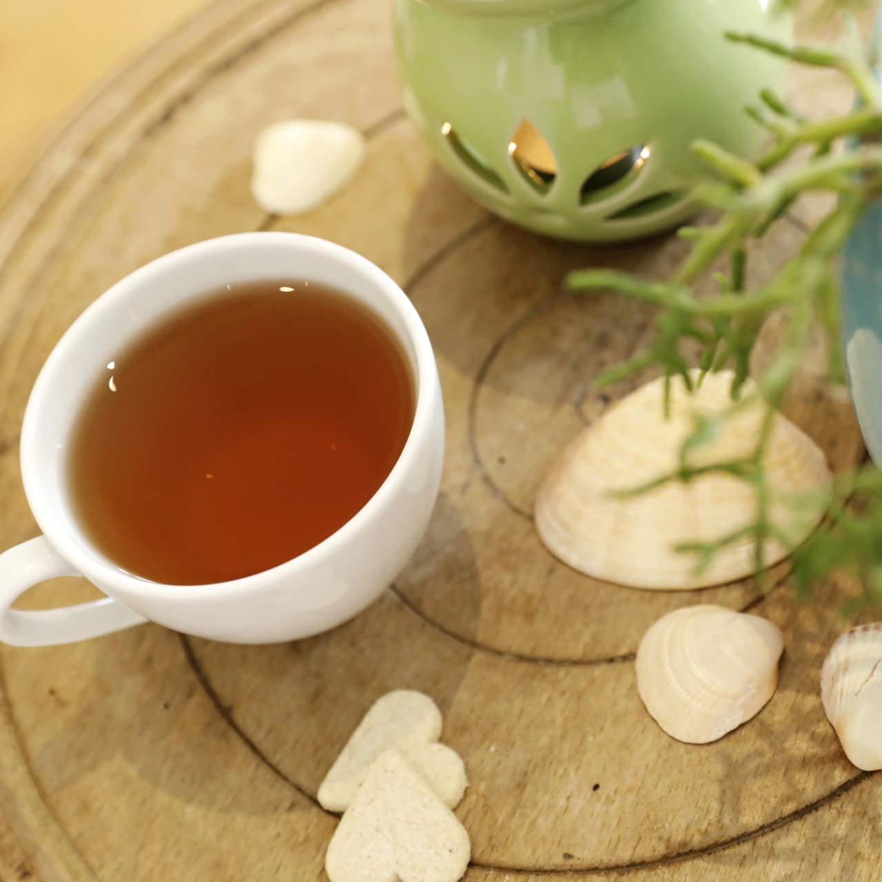 Tee mit Herzkeksen